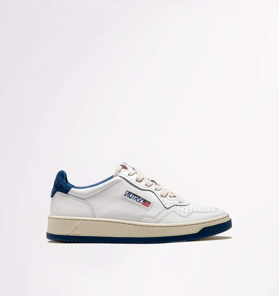 AUTRY: LOW SNEAKERS IN WHITE BLUE LEATHER