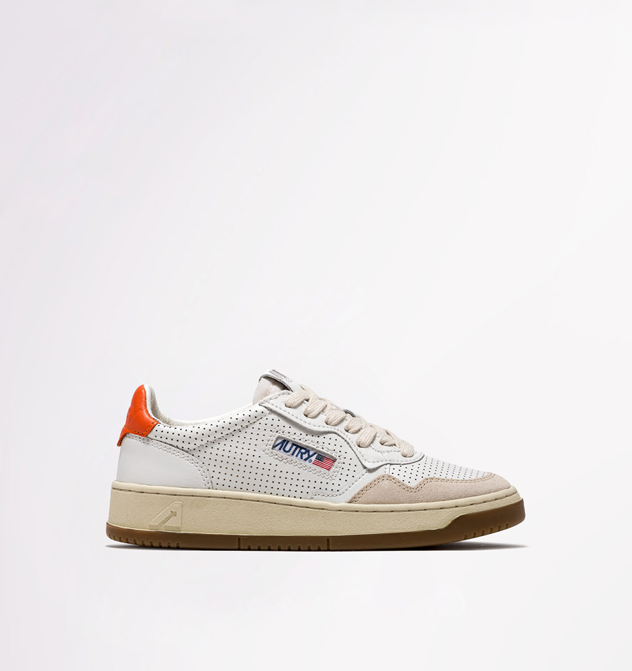 AUTRY: LOW SNEAKERS IN WHITE ORANGE LEATHER