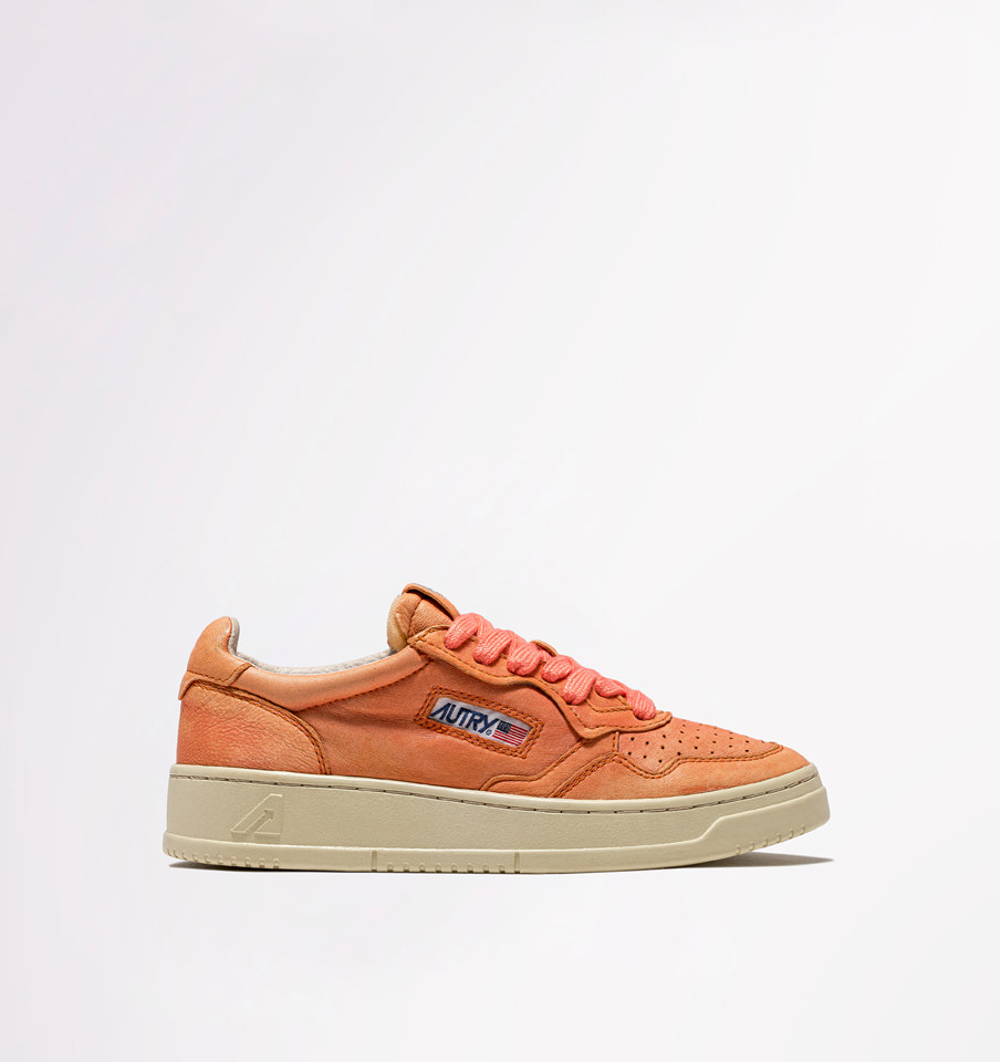 AUTRY: SNEAKERS LOW IN PELLE CORALLO
