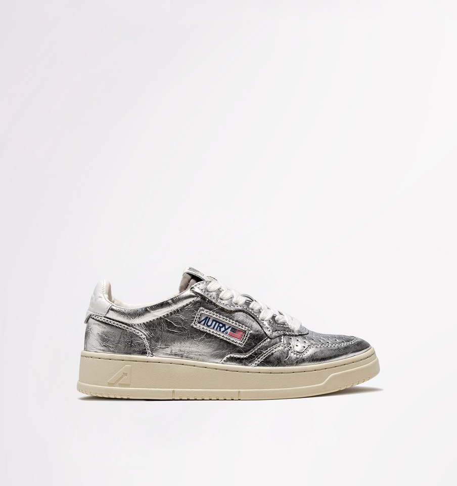AUTRY: LOW SNEAKERS IN SILVER LAMINATED LEATHER