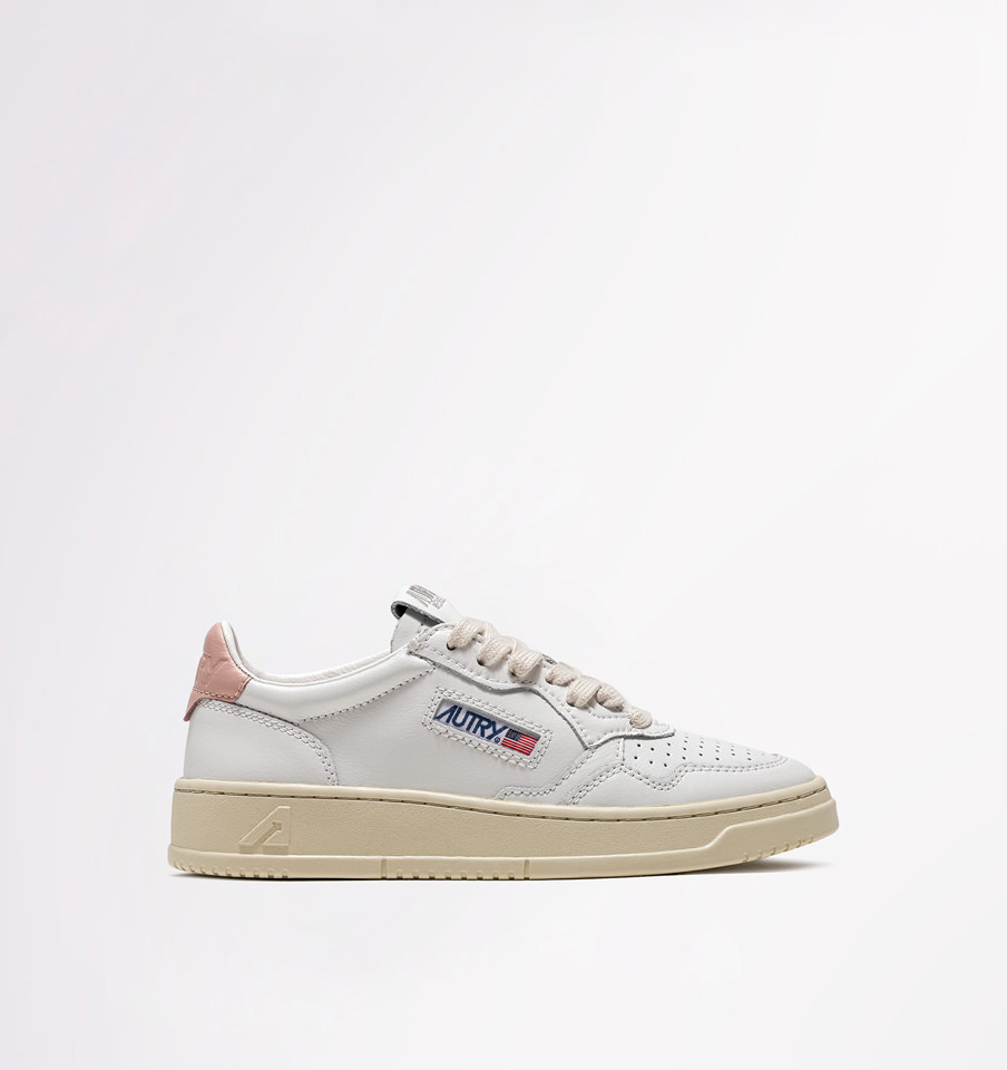 AUTRY: MEDALIST LOW SNEAKERS IN LEATHER COLOR WHITE PINK