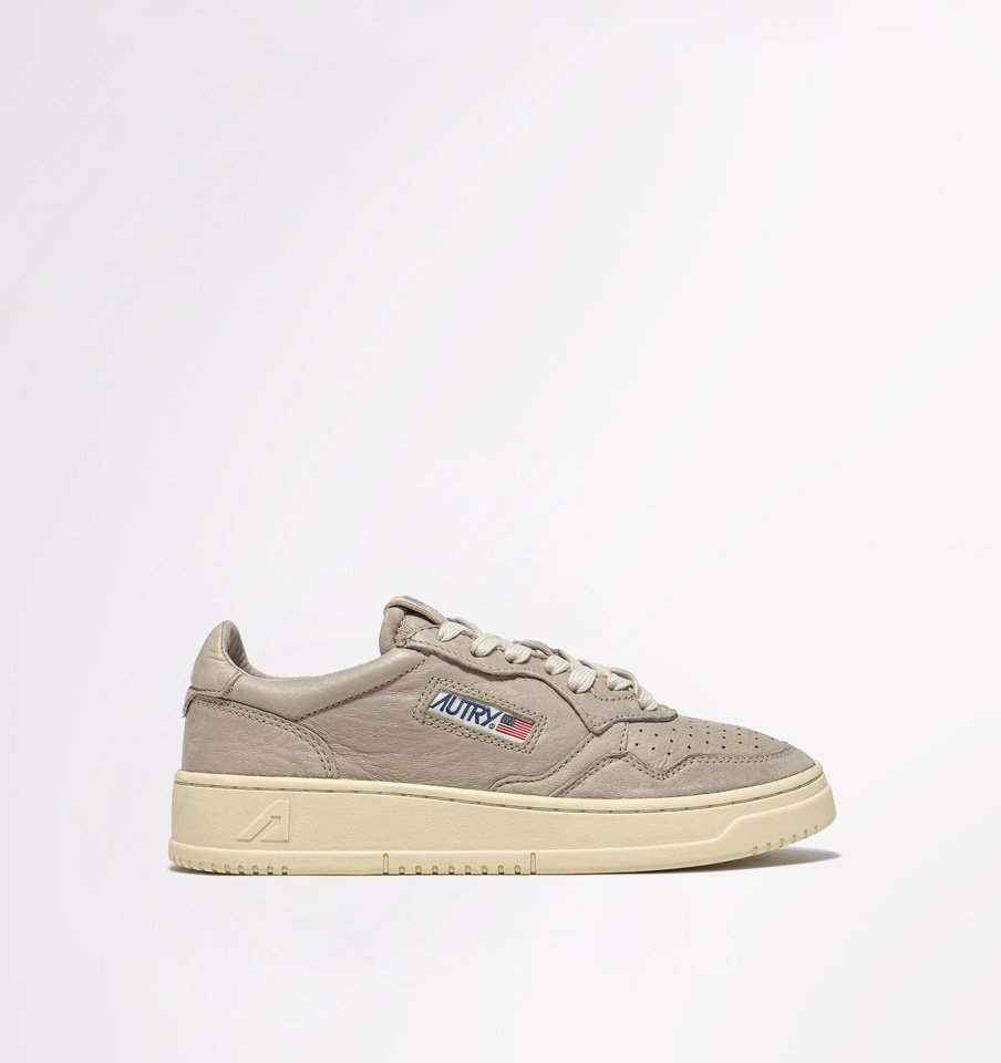 AUTRY: MEDALIST LOW SNEAKERS IN GOAT SKIN COLOR GRAY