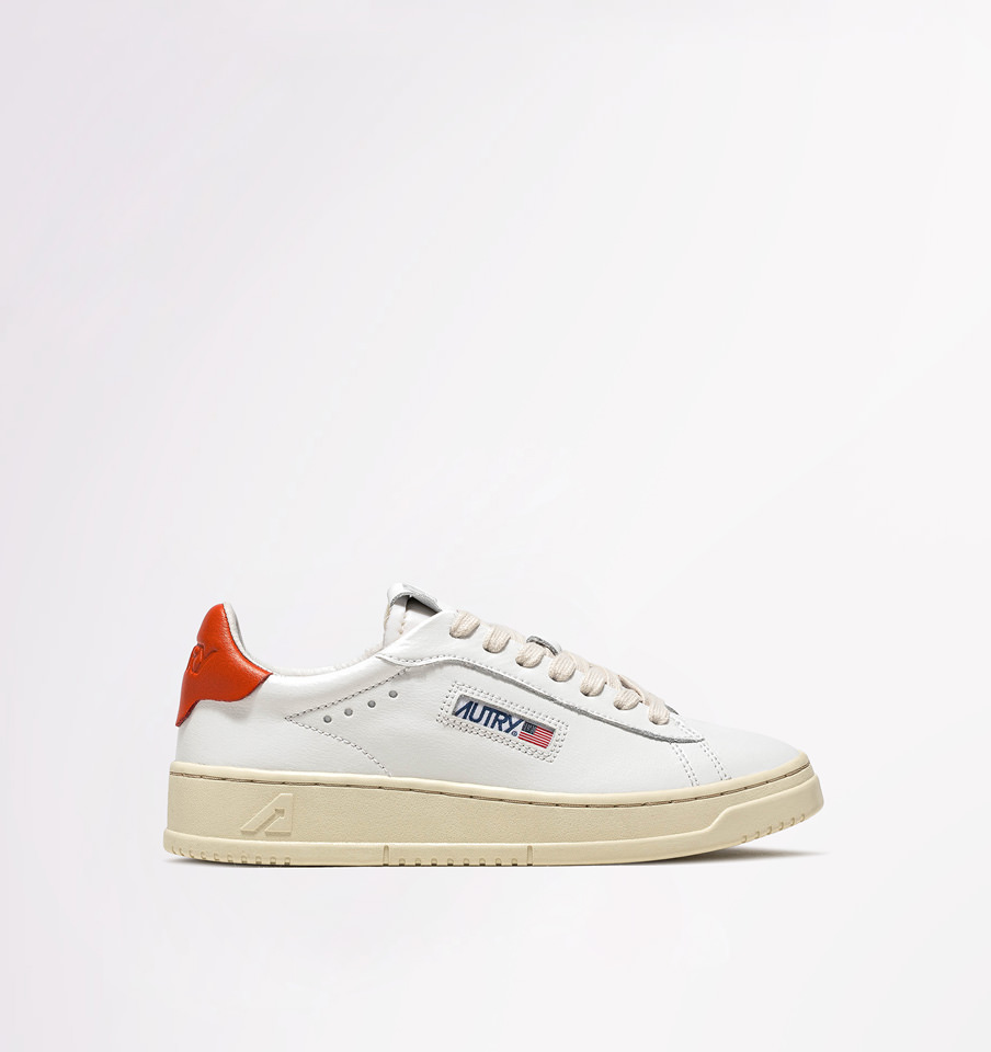 AUTRY: DALLAS LOW SNEAKERS IN LEATHER COLOR WHITE ORANGE