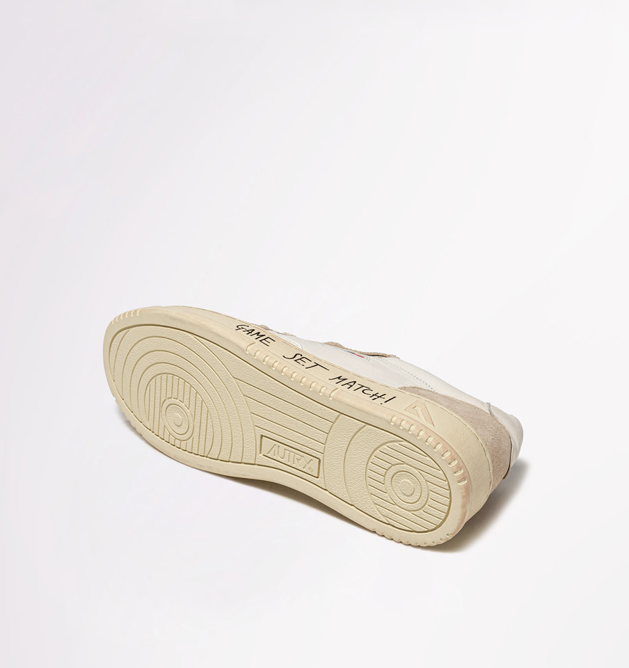 AUTRY: AUTRY MEDALIST LOW SNEAKERS IN LEATHER AND SUEDE COLOR WHITE