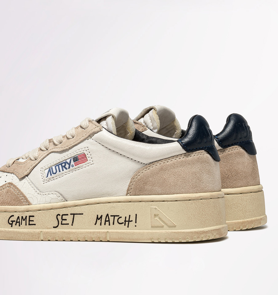 AUTRY: AUTRY MEDALIST LOW SNEAKERS IN LEATHER AND SUEDE COLOR WHITE BLUE