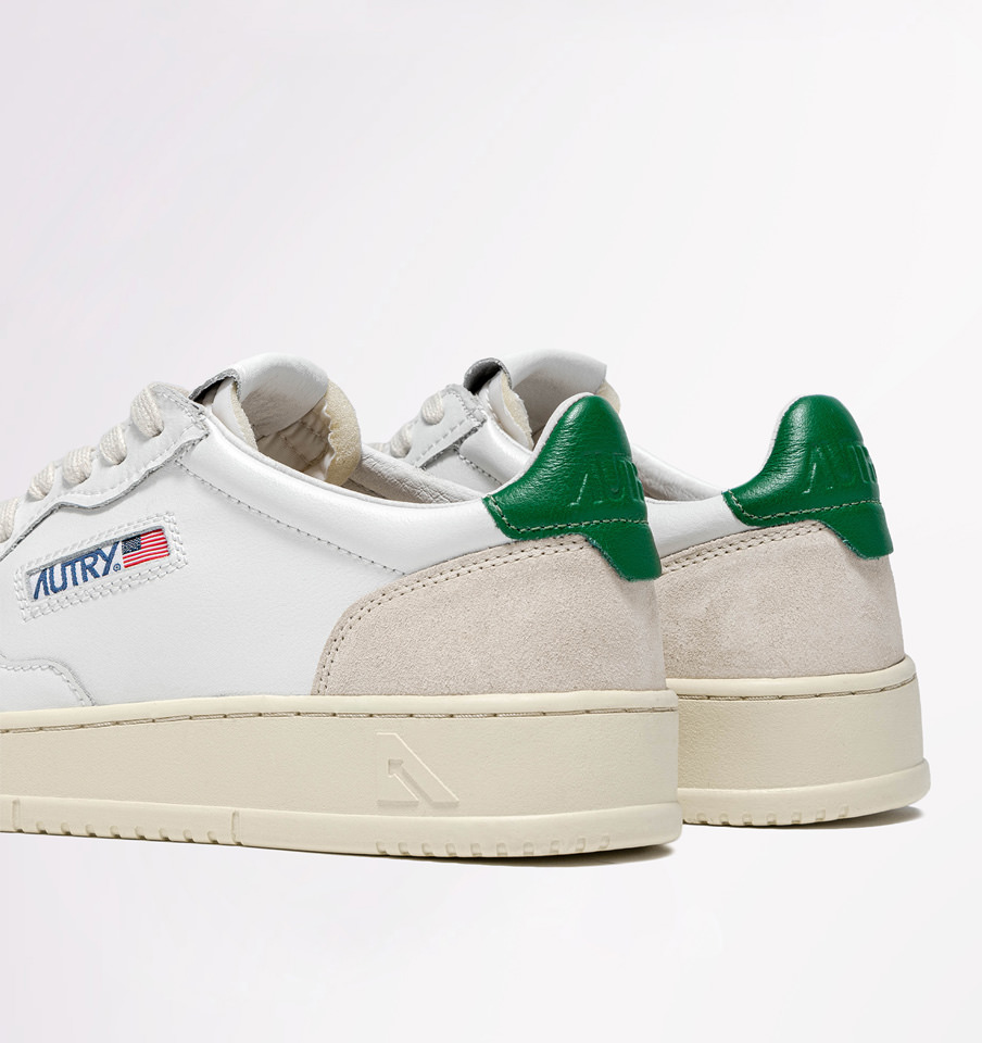 AUTRY: MEDALIST LOW SNEAKERS IN LEATHER AND SUEDE COLOR WHITE /GREEN